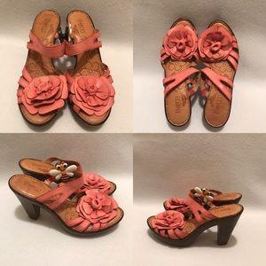 ec8885db265987 Born Size 9 Leather Pink Sandals w Flower detail.